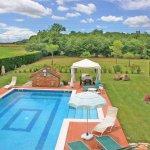 Ferienhaus Toskana TOH615 Blick auf Pool und Garten