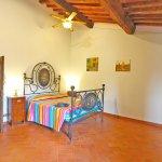 Ferienhaus Toskana TOH850 Schlafraum mit Doppelbett (2)