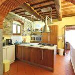 Ferienhaus Toskana TOH855 Durchgang zur Küche