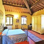 Ferienhaus Toskana TOH855 Schlafraum mit Kleiderschrank