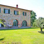 Ferienhaus Toskana TOH510 Rasenfläche am Haus