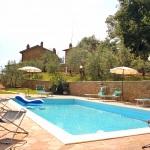 Ferienhaus Toskana TOH515 - Poolterrasse mit Liegestühlen