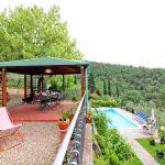 Ferienhaus Toskana TOH520 überdachte Terrasse über dem Pool