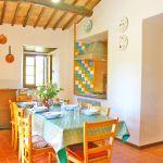 Ferienhaus Toskana TOH530 offene Küche mit Esstisch