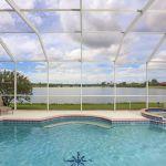 Ferienhaus Florida FVE46225 Blick auf den Pool und den See