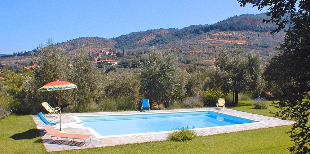 Toskana Ferienhaus TOH400 - Schwimmbecken auf dem Außengelände
