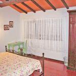 Ferienhaus Toskana TOH430 Schlafzimmer mit Doppelbett und Schrank