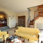 Ferienhaus Toskana TOH430 - Wohnzimmer mit Durchgang