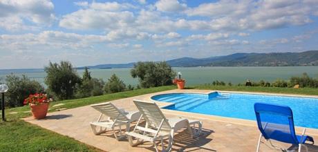 Toskana Ferienhaus San Feliciano 435 mit Pool und herrlichem Seeblick, Wohnfläche 220qm. Wechseltag Samstag, Nebensaison flexibel auf Anfrage. – 2017 jetzt buchen!