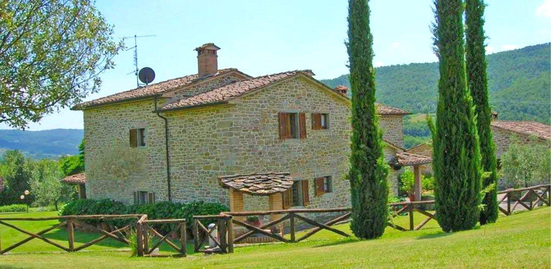 Ferienhaus Toskana TOH445 Garten mit Zypressen