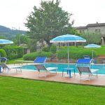 Ferienhaus Toskana TOH445 Liegen und Sonnenschirme am Pool