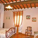 Ferienhaus Toskana TOH445 Schlafraum mit Doppelbett (2)