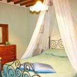 Ferienhaus Toskana TOH445 Schlafzimmer mit Doppelbett (2)