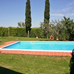 Ferienhaus Toskana TOH465 - Poolbereich mit Liegestühlen