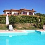 Ferienhaus Toskana TOH490 - Poolbereich mit Liegestühlen