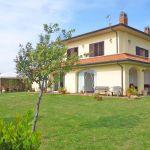 Ferienhaus Toskana am Meer TOH490 Gartenmöbel auf den Terassen