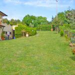 Ferienhaus Toskana am Meer TOH490 grosse Rasenflächen um das Haus