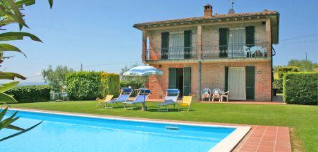 Toskana Ferienhaus Montepulciano 425 mit großem Pool zu mieten. Kostenlose Stornierung bis 45 Tage vor Anreise für alle Neubuchungen, Wechseltag Samstag, Nebensaison flexibel auf Anfrage.