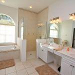 Villa Florida FVE45867 Bad mit Wanne und Dusche