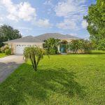 Ferienhaus Florida FVE31211 Grundstück mit Rasenfläche