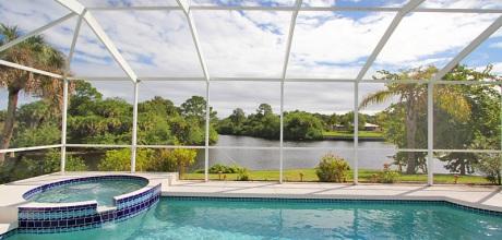 Deluxe-Villa Port Charlotte 31211 mit beheizbarem Pool, Garten-Whirlpool und Bootsanleger an Kanal, Grundstück ca. 1.500qm, Wohnfläche ca. 200qm. Wechseltag flexibel.