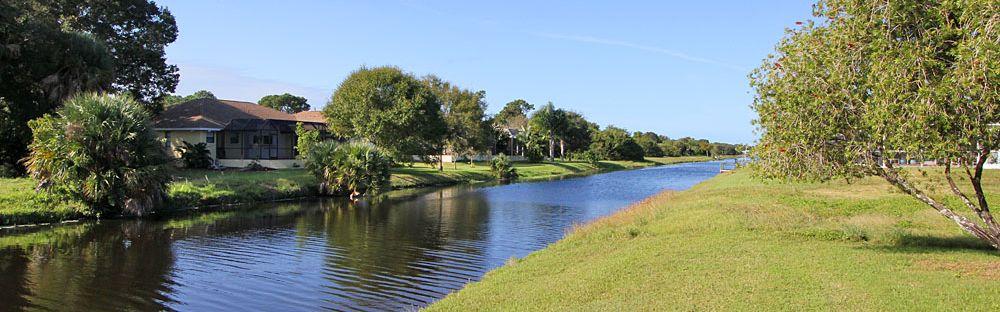 Ferienhaus Florida FVE4221 Rasenfläche bis zum Wasser