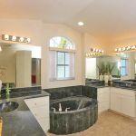 Ferienhaus Florida FVE4221 großes Badezimmer mit Dusche und Wanne
