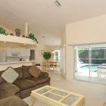 Ferienhaus Florida FVE42435 Wohnbereich mit Zugang zum Pool
