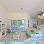 Ferienhaus Florida FVE42465 Wohnbereich mit Zugang zum Pool