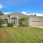 Ferienhaus Florida FVE42665 Rasenfläche vor dem Haus