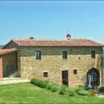 Ferienhaus Toskana TOH350 - Garten mit Blick auf das Haus
