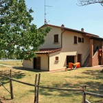Ferienhaus Toskana TOH405 - Garten mit Blick auf das Haus