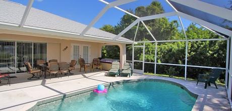 Komfort – Ferienhaus Florida Rotonda 4221 mit beheizbarem Pool für 8 -9 Personen mieten, Grundstück ca. 800qm, Wohnfläche ca. 200qm, Strand 10km. Wechseltag flexibel.