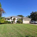 Villa Florida FVE41716 Rasen vor dem Haus