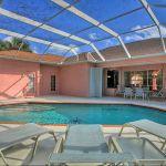 Villa Florida FVE41780 Poolterrasse mit Sonnenliegen