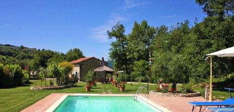 In der Toskana liegt das Ferienhaus Castiglion Fiorentino 105 mit Pool und Ausblick. Der Wechseltag ist Samstag, in der Nebensaison flexibel.