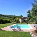 Ferienhaus Toskana TOH105 - Poolbereich mit Liegestühlen