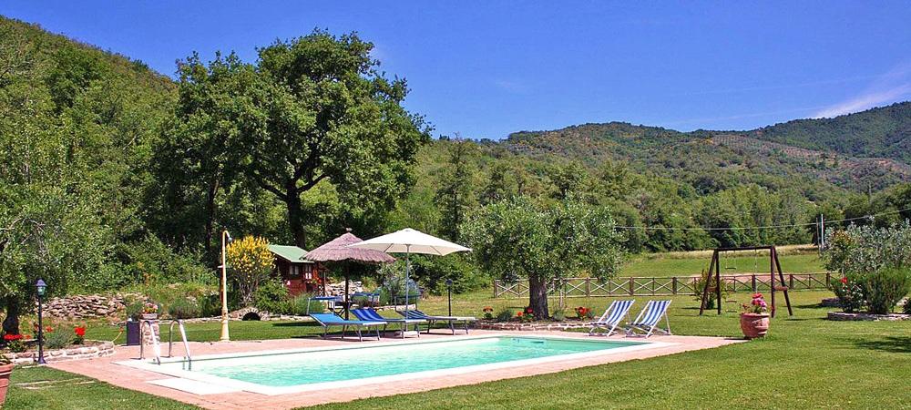 Toskana Ferienhaus TOH105 - Schwimmbecken mit Liegemöglichkeiten