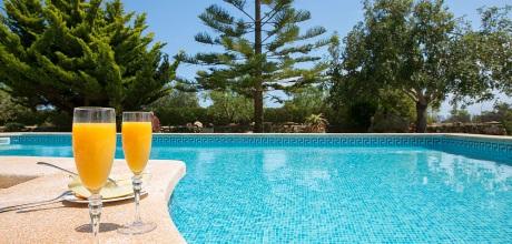 Südostküste Mallorca: Ferienhaus Cala Sanau 2210 mit Pool auf gepflegtem Gartengrundstück in Strandnähe (800m) für 4 Personen zu mieten. Der Wechseltag ist Freitag!