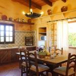 Ferienhaus Mallorca MA2300 Küche mit Esstisch