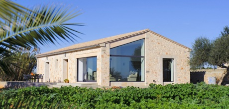 Mallorca Südostküste – Deluxe Ferienhaus Llombards 2301 mit Pool, Wohnfläche 130qm. An- und Abreisetag Samstag, in der Nebensaison flexibel auf Anfrage – Mindestmietzeit 1 Woche.