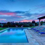 Ferienhaus Mallorca 2026 Pool in der Dämmerung
