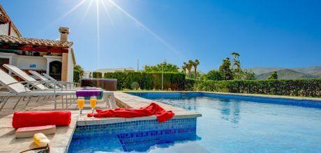 Mallorca Nordküste – Komfort Ferienhaus Pollensa 2026 mit Pool und beheiztem Garten-Whirlpool, Strand 3,9km. Wechseltag Samstag!