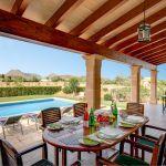Ferienhaus Mallorca 2026 Terrasse mit Gartenmöbel