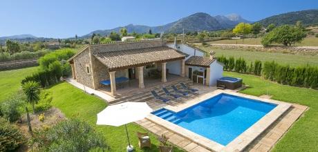 Mallorca Nordküste – Komfort Ferienhaus Pollensa 2026 mit Pool und beheiztem Garten-Whirlpool, Strand 3,9km. Wechseltag Samstag! 2018 buchbar.