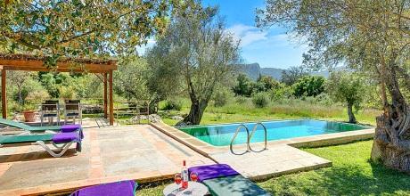 An der Nordküste von Mallorca ist das Ferienhaus Pollensa MA2246 für 4 Personen mit Pool, Internet und Flair zu mieten. An- und Abreisetag Samstag, im Oktober 2019 Anreise flexibel auf Anfrage möglich.