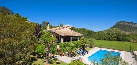 An der Nordküste von Mallorca ist die Finca Pollensa 1257 mit Pool und Internet für 2 Personen zu mieten. Wechseltag Samstag. 2019 buchbar.