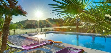 An der Nordküste von Mallorca ist die Finca Pollensa 1257 mit Pool und Internet für 2 Personen zu mieten. Wechseltag Samstag.