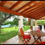 Ferienhaus Mallorca MA2040 - überdachte Terrasse mit Gartenmöbel