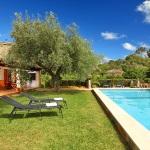 Ferienhaus Mallorca MA2040 - Rasen um den Pool